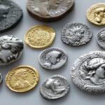 Verschiedene Münzen der Münzsammlung (Foto: Thomas Hartmann, Universitätsbibliothek Mainz)