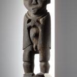 Holzfigur (Foto: Thomas Hartmann, Universitätsbibliothek Mainz)