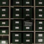 Archivkästen im Mainzer Verlagsarchiv (Foto: Thomas Hartmann, Universiätsbibliothek Mainz)