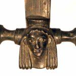 Bronzener Hydrienhenkel (Foto: Angelika Schurzig, Institut für Altertumswissenschaften)