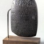 Landschenkungsurkunde (Kudurru) aus der Zeit des Königs Nabu-schuma-ischkun (um 760–748 v. Chr.) (Foto: Monika Gräwe, Arbeitsbereich Digitale Dokumentation)
