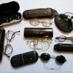 Historische Brillen mit ihren Etuis (Foto: Dagmar Loch, Institut für Geschichte, Theorie und Ethik der Medizin)