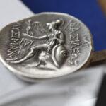 Revers der Tetradrachme des Lysimachos mit der Darstellung der Athena Nikephoros (Foto: Thomas Hartmann)