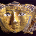 Gesichtsmaske eines Mumienkartonage-Ensembles (Foto: Ursula Rudischer, Landesmuseum Mainz)
