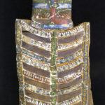Zwei Teile einer Mumienauflage aus Kartonage (Foto: Ursula Rudischer, Landesmuseum Mainz)