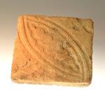 Spätmittelalterliche Bodenfliese aus Mainz (Foto: Irene Bell, Institut für Altertumswissenschaften)